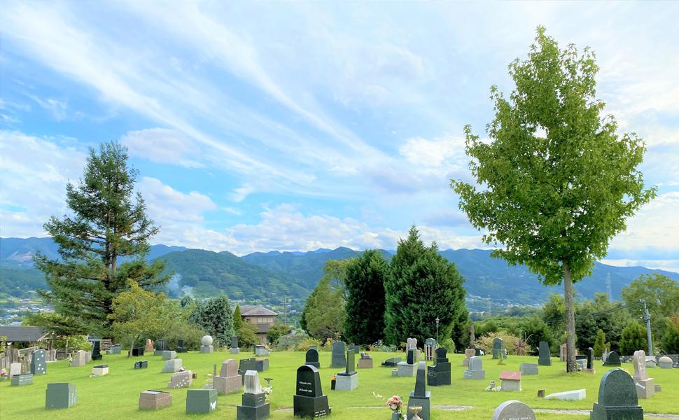 芝生上墓地 区画分けをせず、全面に芝生を張り巡らせた本格欧米式スタイルを実現。